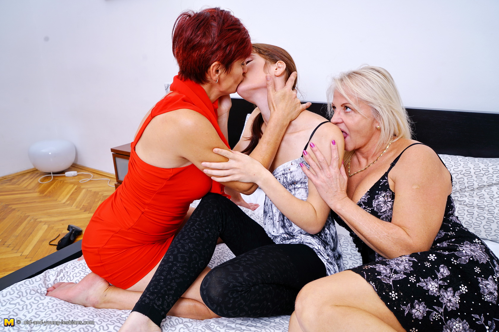Old End Young Lesbians Видио